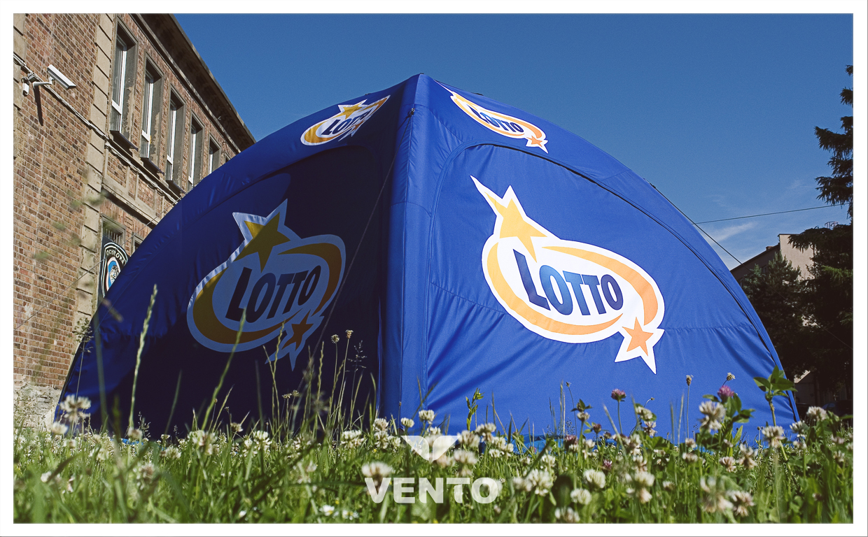 Air-tight tent from VENTO line with Lotto branding.